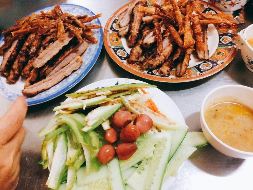 Nem Nướng Bà Hùng là một trong những món nổi tiếng tại Đà Lạt