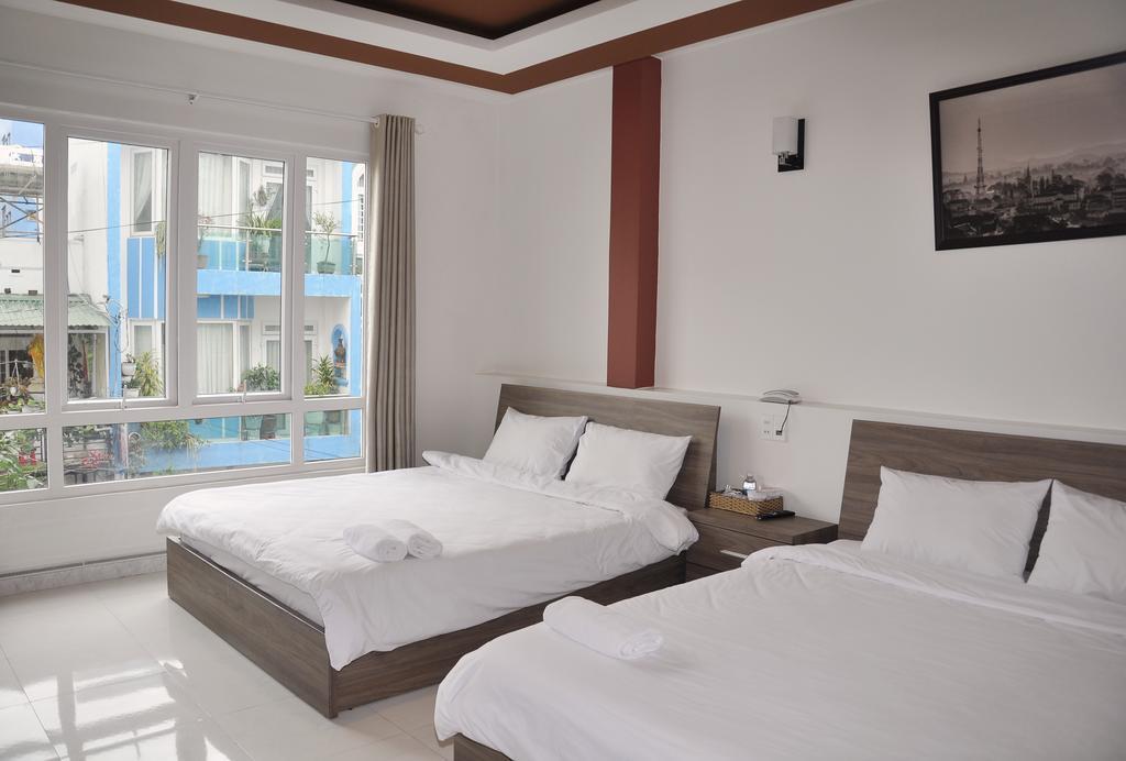 Khách sạn Pini Hotel